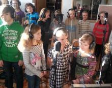Barn sjunger om barns rättigheter