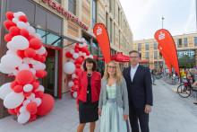 Erst zur Stadtsparkasse – dann ins neue Einkaufscenter in Allach! Am Oertelplatz eröffnet ein neues BeratungsCenter.