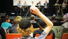Ungdomar frågar ut lokala politiker om trygghet