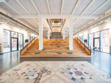 Modernes Bürokonzept in der ehemaligen Fabrik – Vernetztes Arbeiten und außergewöhnliche Bad-Designs