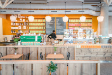 Hadeland Glassverk blåser liv i norsk design og lyser opp Kaffebrenneriet