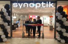 Synoptik öppnade butik i Borlänge – startade glasögoninsamling och föreläste för skolelever om synhälsan i fattiga länder