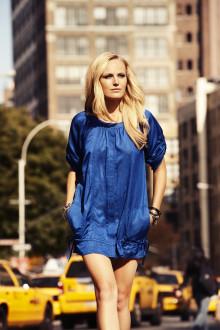 Malin Åkerman visar svenskt mode i Sisters nya vårkampanj