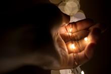 Även elektriska julljus kan vara brandrisk