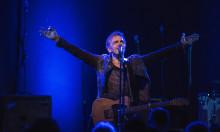 Den folkekære musiker Michael Falch er klar med nyt soloudspil og gæster VEGA