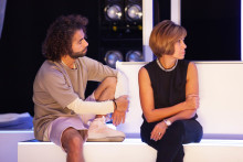 Urpemiär för DNA - fyra skådespelare möter sina mammor i  radiodokufiktiv dansföreställning