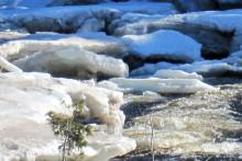 Snø i fjellet smelter strømprisen
