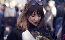 Kärleken eller pengarna? En av sju svenskar har stannat i en parrelation av ekonomiska skäl