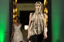 Köpt av en - använt av hundra - om vägen till hållbara kläder och tyger