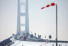 Årets første sne varsler travlhed på Storebæltsbroen