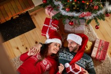 Unge synder mest under juletreet
