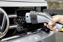 Volkswagen fyller på med laddbara bilar för den svenska marknaden