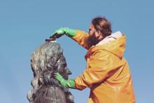 Vårvask av skulpturer!