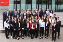 Ausbildungsstart bei Santander: 43 junge Menschen beginnen eine Berufsausbildung