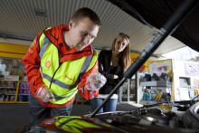 Onlineguide matcher bil og motorolie