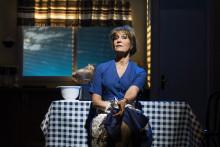 Skrattigt och ärligt när Maria Lundqvist kommer till Kungsbacka Teater med Shirley Valentine