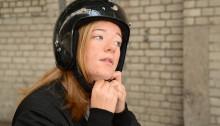 Allt färre på moped använder hjälmen