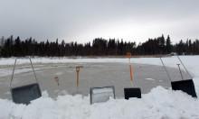 Minskande snötäcke ökar utsläppen av metan från frusna sjöar