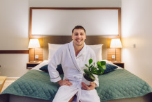 """Finnish Social Media Influencer Joonas Pesonen will live in a hotel for a year – """"This is the craziest thing I have ever done – luckily, my houseplants are moving with me!"""""""