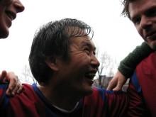 """""""Solkungen"""" Huang Ming spelar december-fotboll"""