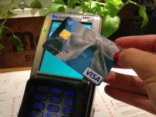 Kontaktloses Bezahlen mit Visa – bei Hausmann's im Flughafen Frankfurt