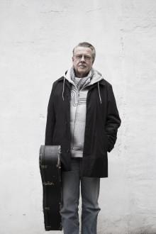 Efter succéföreställningarna - nu åker Mikael Wiehe på soloturné