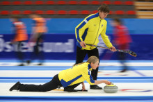 VM Mixed Dubbel 2018: Seger 10-4 mot Frankrike säkrade en plats i slutspelet för Camilla och Per Noreen