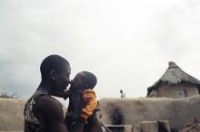 Världsturnerande fotoutställning om undernäring öppnar på Fotografiska