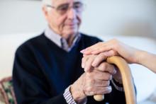Fuldtidsansat personale sikrer tryg ældrepleje