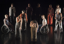 Skånes Dansteater uppmanar alla att lyfta blicken i WOZA NAMI