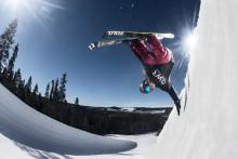 Hop og tricks i snowparken