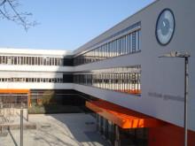 EuroLam schafft gesundes Raumklima zur SCHULBAU Hamburg: Lamellenfenster sorgen für frische Luft in Klassenzimmern