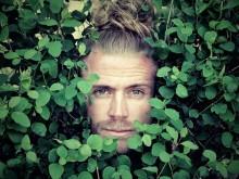 """Inget mer """"Beat Around The Bush"""" för danske Tim Schou - tar ut svängarna i nya videon/singeln"""