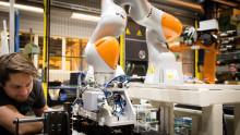 Åpner verdens avanserte og robotiserte batterimodulfabrikk