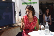 """Veronica Palm i """"Rakt på sak – om makten, politiken och bostäderna"""""""