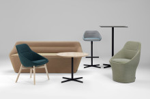 Utökad Ezy kollektion; soffa, fåtölj och en stolsserie av Christophe Pillet