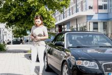 En av tio parkerar med mobilen i Solna efter en månad