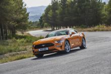 Új Ford Mustang: Atlétikusabb stílus, továbbfejlesztett motorok, fejlettebb vezetősegítő technológiák