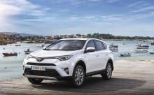 Var tredje ny Toyota i Sverige är en hybrid