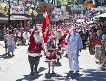 Jul og julemandsfest på Bakken i juli