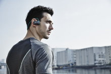 Musica all'aria aperta: Walkman® serie WS610 indossabile e impermeabile*, da oggi con tecnologia wireless Bluetooth®