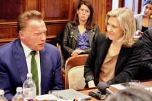 Arnold Schwarzenegger hyllar svensk miljölagstiftning och vill sprida den till Kalifornien