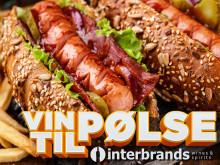 Pølser i brød eller hot dog i selskap med champagne!