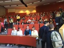 Internationella studenter på plats på campus