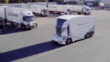 Världspremiär för självkörande lastbil – med belysning från Strands
