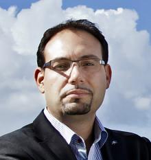 Vägvalets partiledare, Theo Papaioannou, debatterar trängselskatt hos Morrongänget