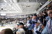 En hockeyarena byggd för publiken