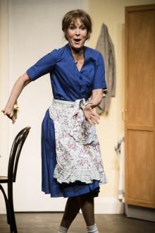 """Nu släpper vi höstens biljetter till publiksuccén """"Shirley Valentine"""" med Maria Lundqvist. Gästspel på Stora Teatern i Göteborg den 26-29 oktober 2017!"""