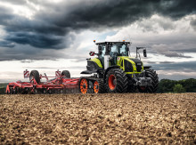 AXION 900 TERRA TRAC available in two models