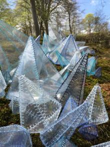 Flygtighedens skulpturer vises i Liselund Slotspark